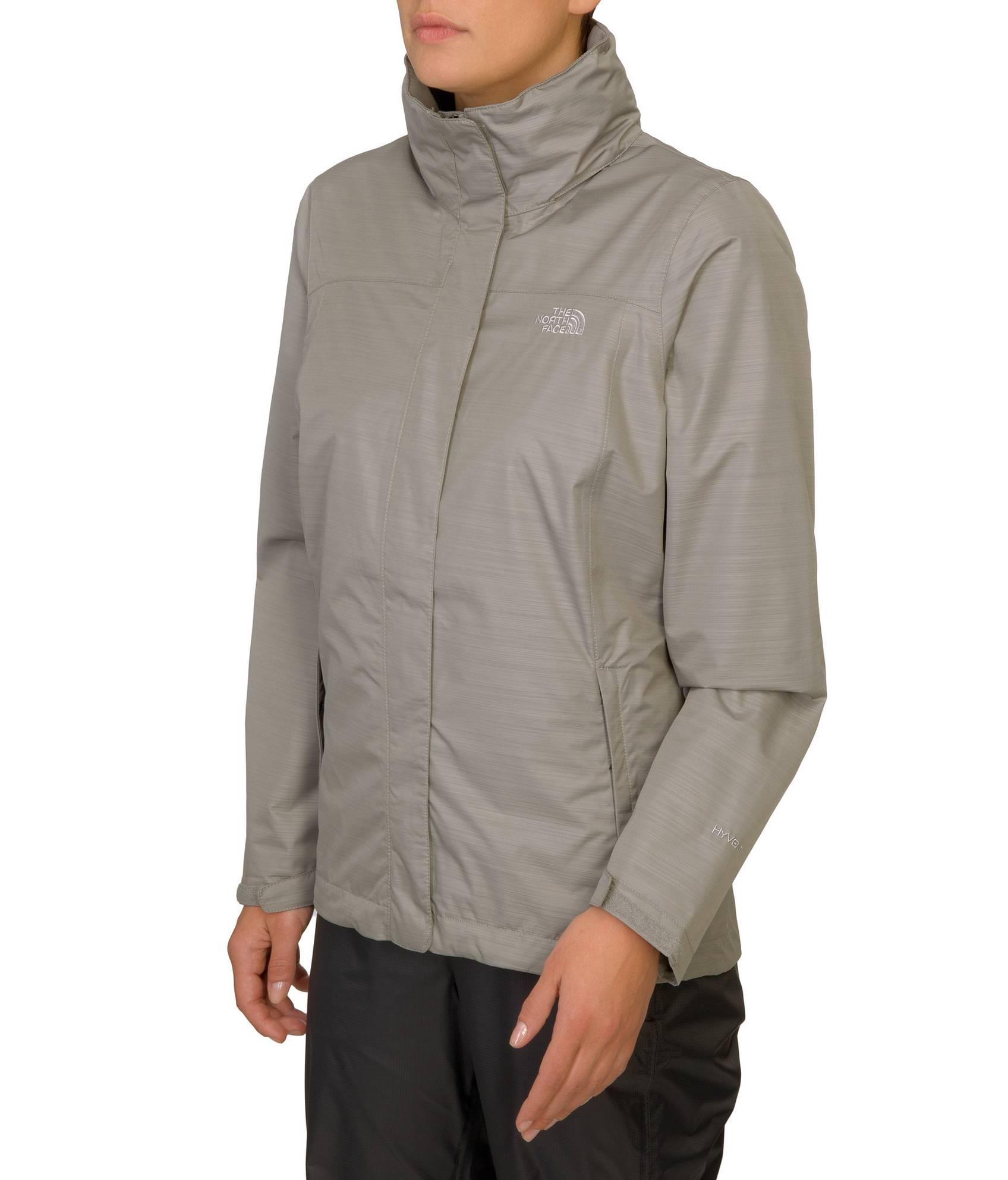Ook tijdens de koopjes kan je jezelf gemakkelijk lanceren. Solden jassen voor dames, we love it! Keuze in overvloed met een heuse jassenparade. Lente, zomer, herfst of winter, bij elk seizoen hoort de juiste jas! Waar we in de lente en zomer vooral naar lichtere jeansjasjes en jackets grijpen, mogen in de winter de dikkere exemplaren ons verwarmen.