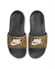 Nike VICTORI ONE WOMENS PRINT SLI dames slippers bruin dessin
